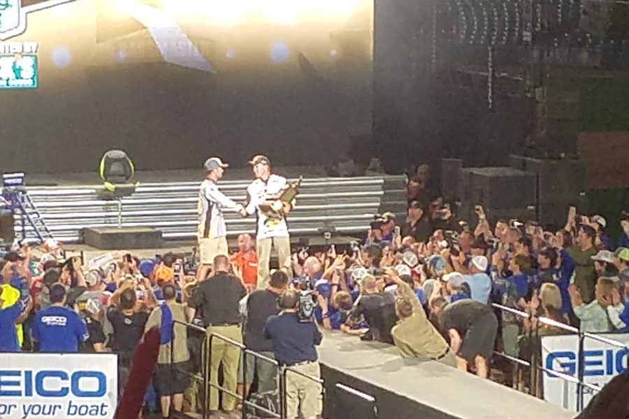 Reigning 2016 GEICO Bassmaster Classic Champion, Edwin Evers, congratulates Jordan Lee on his victory